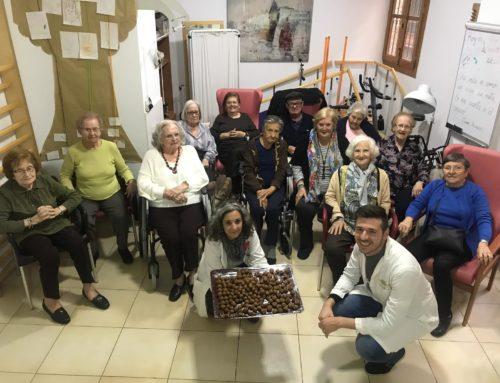 Aprendemos a hacer bolitas de gofio en Residencia Torres de Serranos